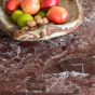 Table de salle à manger Carlotta Alta marbre rouge et pieds frêne ffinition iroko -  4 places